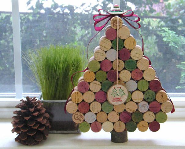 ワインコルクで作られたクリスマスツリー
