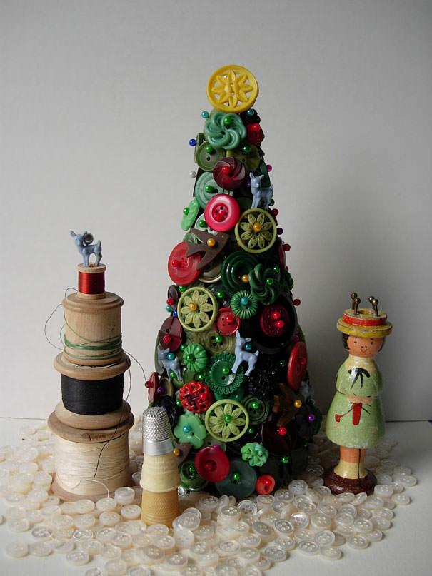 ボタンで作られたクリスマスツリー