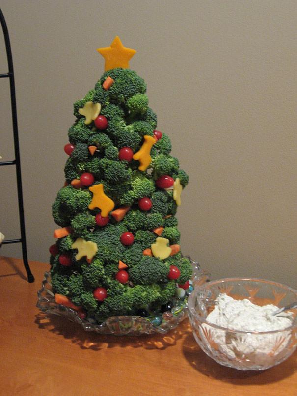 ブロッコリーで作られた、食べられるクリスマスツリー