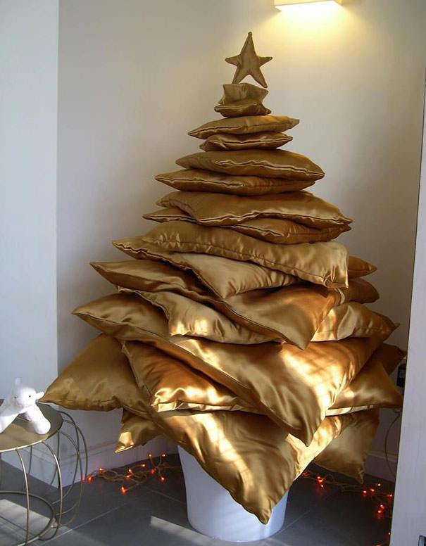 座布団を積み重ねただけのクリスマスツリー