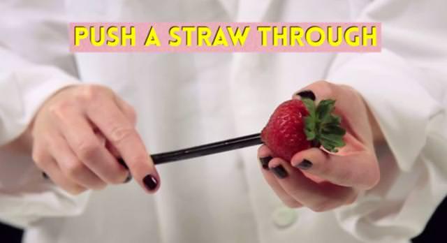 イチゴの正しい食べ方(皮の剥き方)