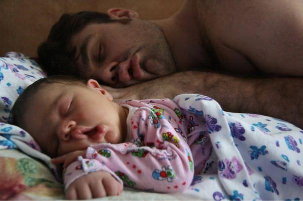 父親そっくり:寝顔がパパ似の赤ちゃん