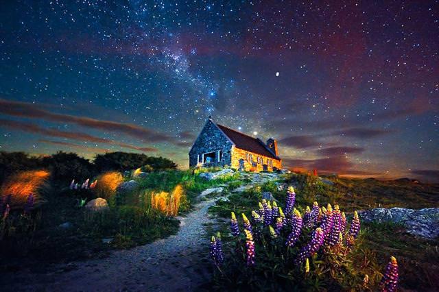 満天の星空の下にたたずむ家(ニュージーランド-テカポ湖)