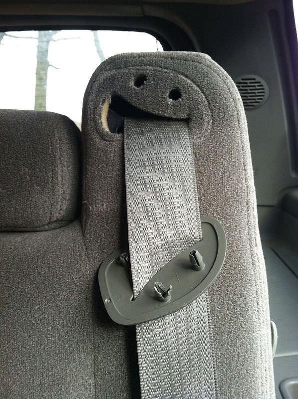 顔に見えるシートベルト