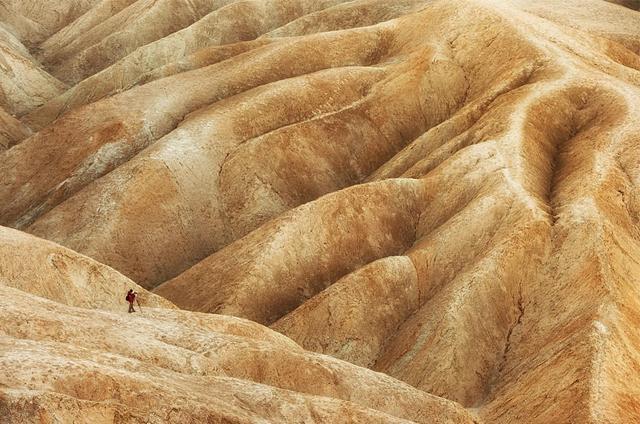 命知らずな蛮勇なる男性:デスバレー国立公園