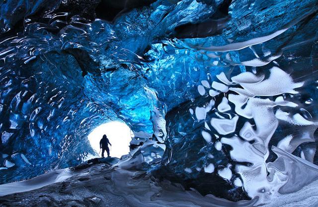 青色の空間に魅了される(アイスランド-Vatnajökull Ice Cap)