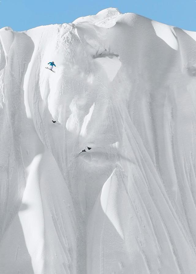 命知らずな蛮勇:ほぼ垂直なスキーコース