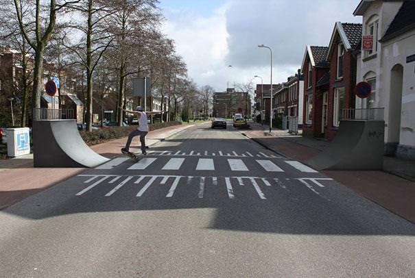 あり得ない合成写真:危険すぎる横断歩道