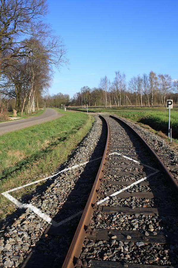 あり得ない合成写真:線路上の障害物