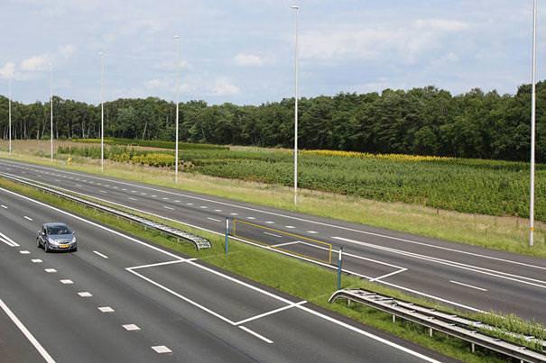 あり得ない合成写真:高速道路での走行妨害