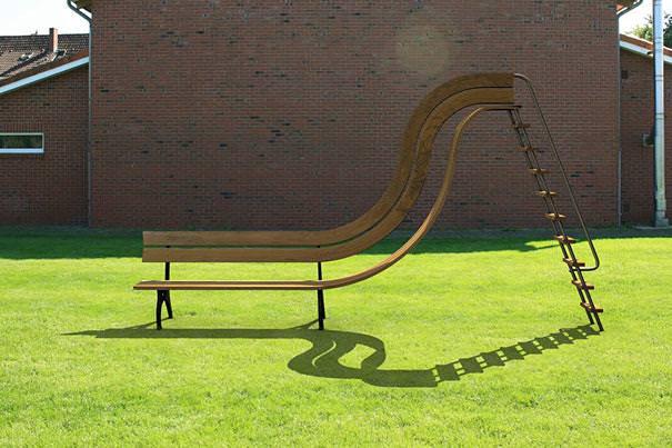 あり得ない合成写真:ベンチと繋がっている滑り台
