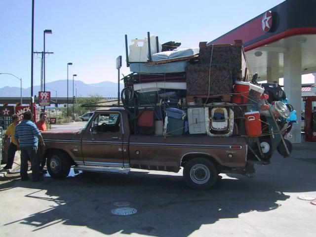 廃品回収の車が、荷物を乗せすぎぃ〜!