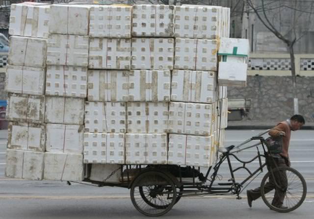 三輪自転車で大量の箱を運びすぎぃ〜!