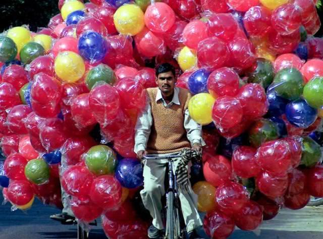 自転車で大量のボールを運びすぎぃ〜!