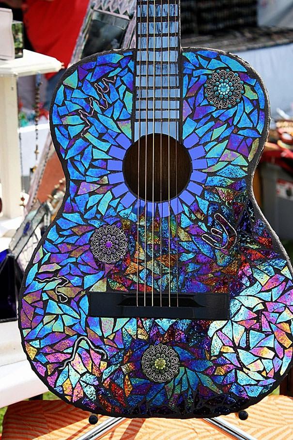CD工作(リサイクル):モザイクタイル風にギターをデコレーション