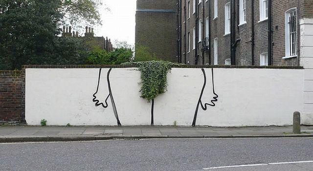 エッチなストリートアート:股間のお手入れ