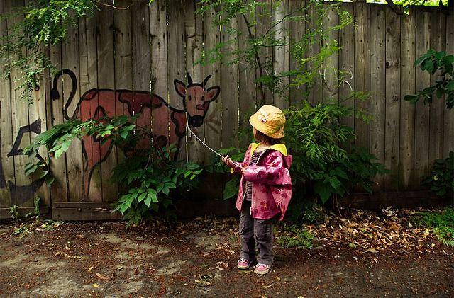 上手いストリートアート:首輪に繋がれた動物