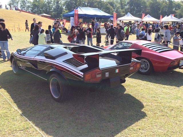 スーパーカーの車両後部