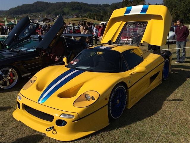 黄色のフェラーリ(改造車)