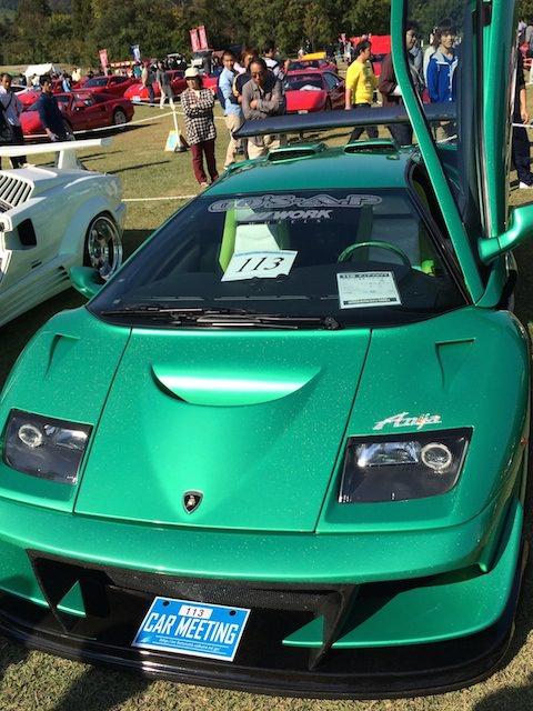 緑色のランボルギーニ