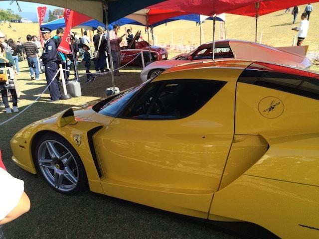 黄色のフェラーリ