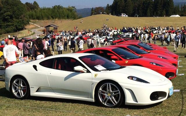 白のフェラーリ
