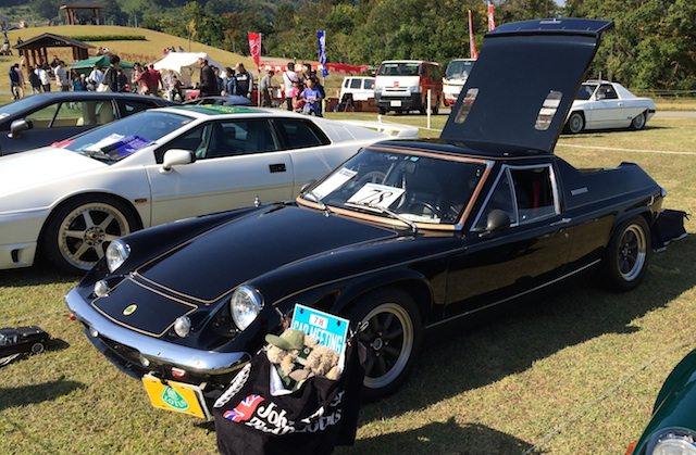 黒のクラシックカー(スーパーカー)
