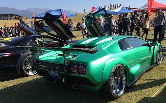 緑ランボルギーニの車両後部