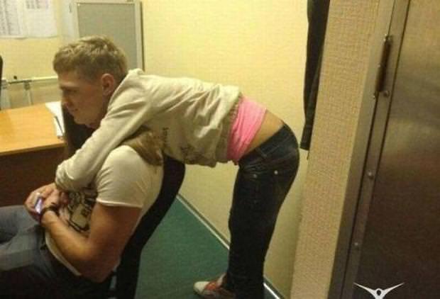 目の錯覚の面白写真:腰から下が、やけにセクシーな男性だと思ったら・・・