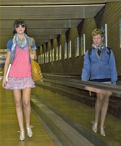 目の錯覚の面白写真:ヒールを履いた男性?!