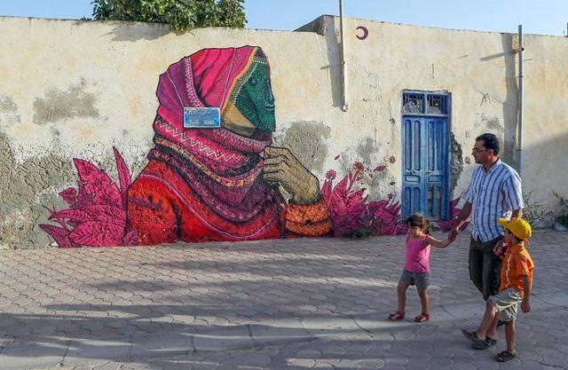 メキシコ人の描いたストリートアート:民族衣装に身を包んだ老婆