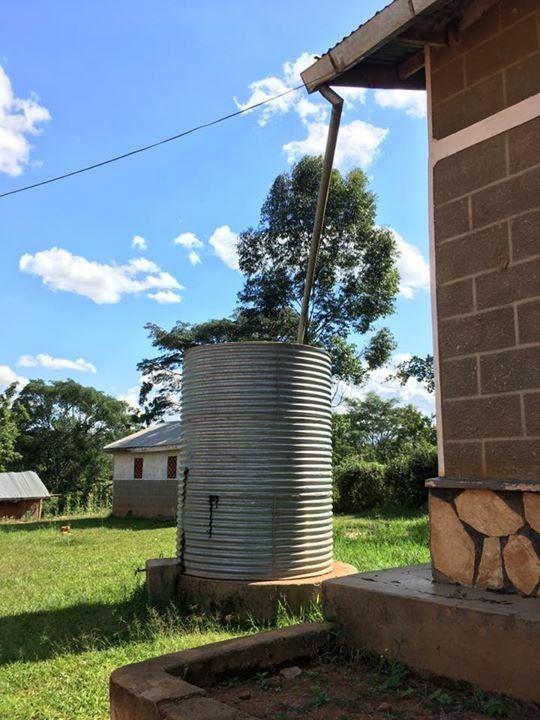 ウガンダの雨水タンク