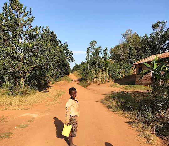 ウガンダの学校の子供