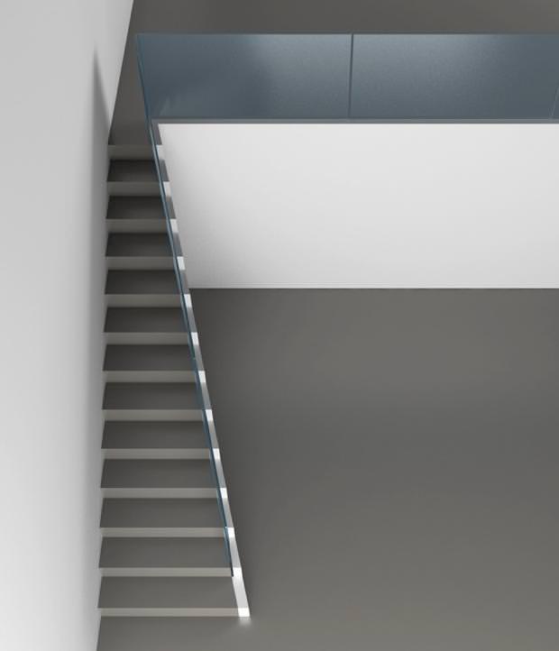 不便なデザイン:幅が一定ではない階段