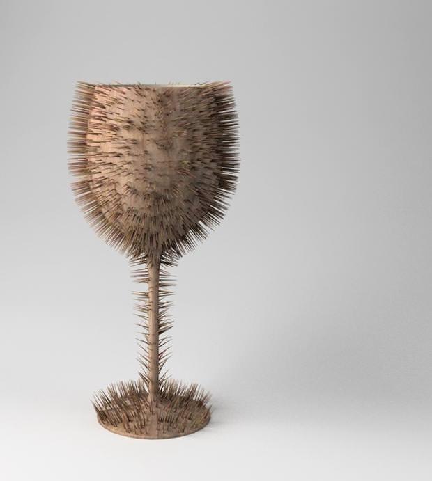 不便なデザイン:トゲトゲで覆われたワイングラス