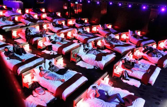 世界最大級の映画館:オリンピア・ミュージック・ホール(Olympia Music Hall)