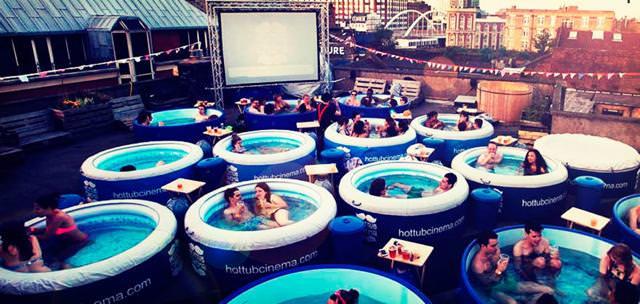 世界最大級の映画館:ホット・チューブ・シネマ(Hot Tube Cinema)