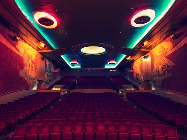 世界最大級の映画館:オリンダ・シアター(Orinda Theater, California)