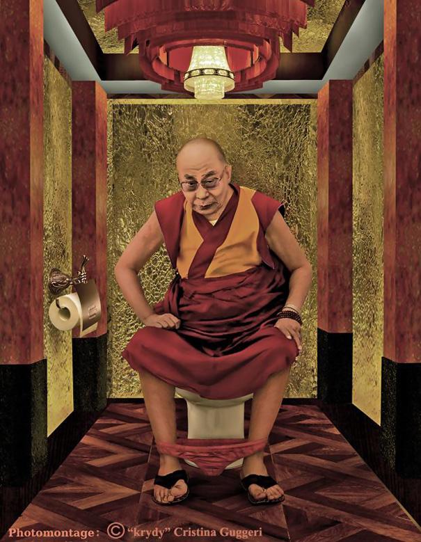 ダライ・ラマ14世のトイレ姿