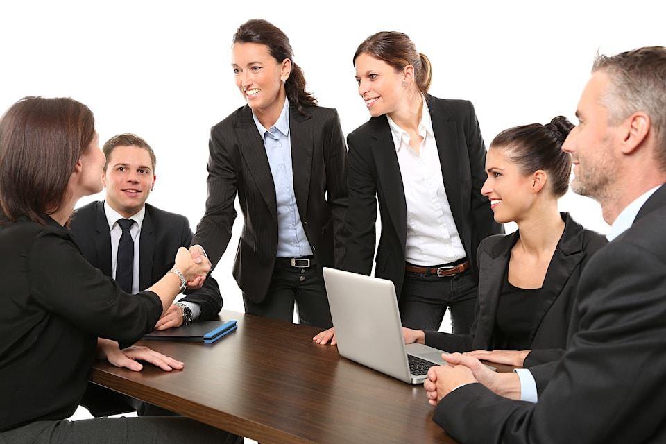 【職場の人間関係を改善】キャリアアップや人脈づくりに役立つ習慣5つ