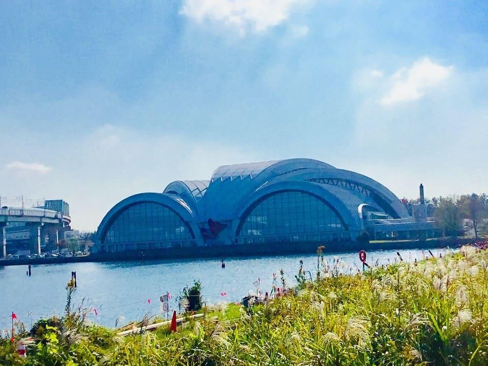 東京辰巳国際水泳場のゴーグル型屋根
