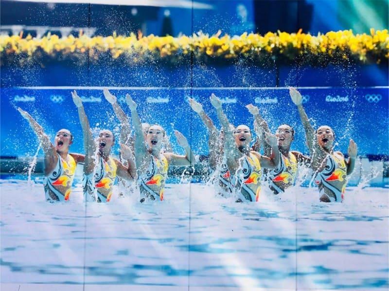 五輪水泳競技場の仮囲い シンクロナイズドスイマー