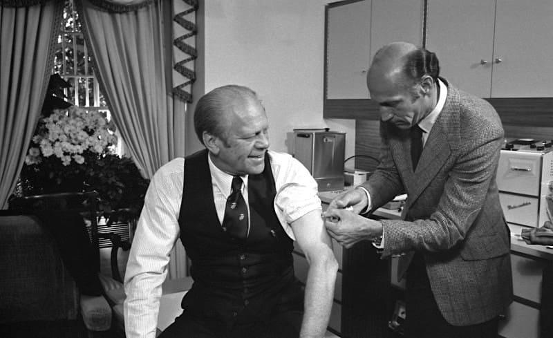 豚インフルエンザワクチンを接種するフォード大統領