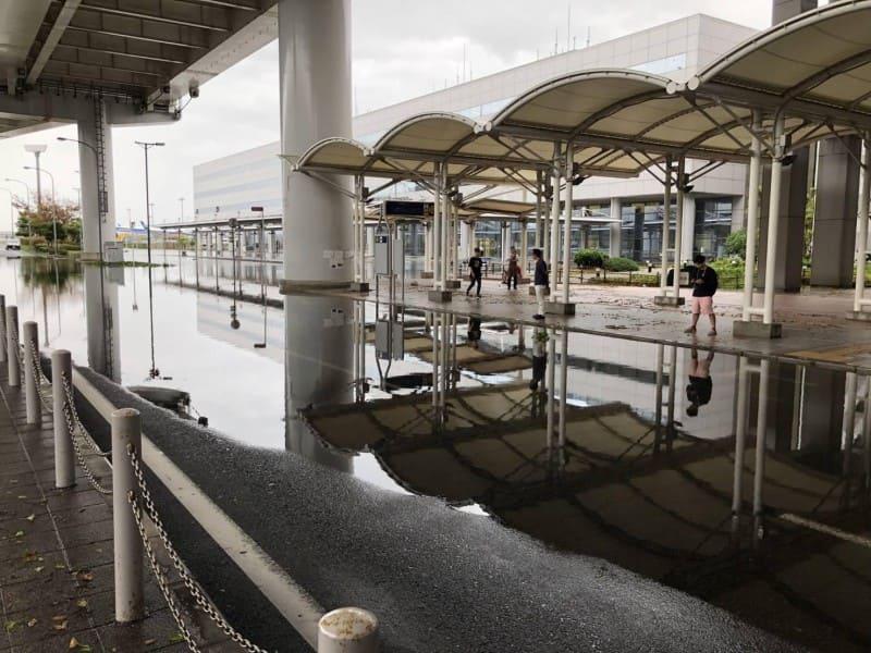 台風21号で浸水した関西国際空港