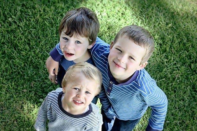 少子化対策-3人兄弟