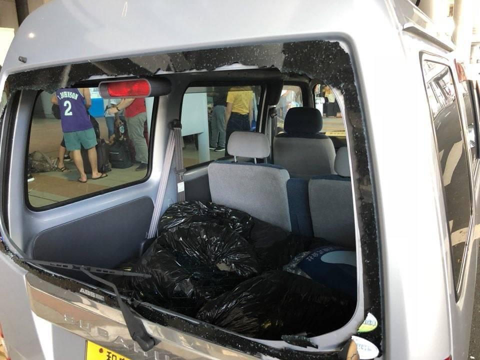 台風21号で破損した関西国際空港の車
